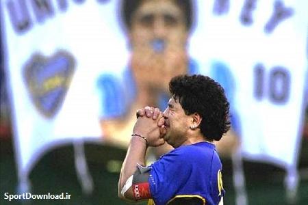 مارادونا در فوریه 2001 در ورزشگاه اختصاصی بوکاجونیورز، کفش هایش را آویخت.