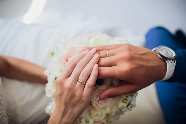 حلقه یکی از نمادهای عروسی