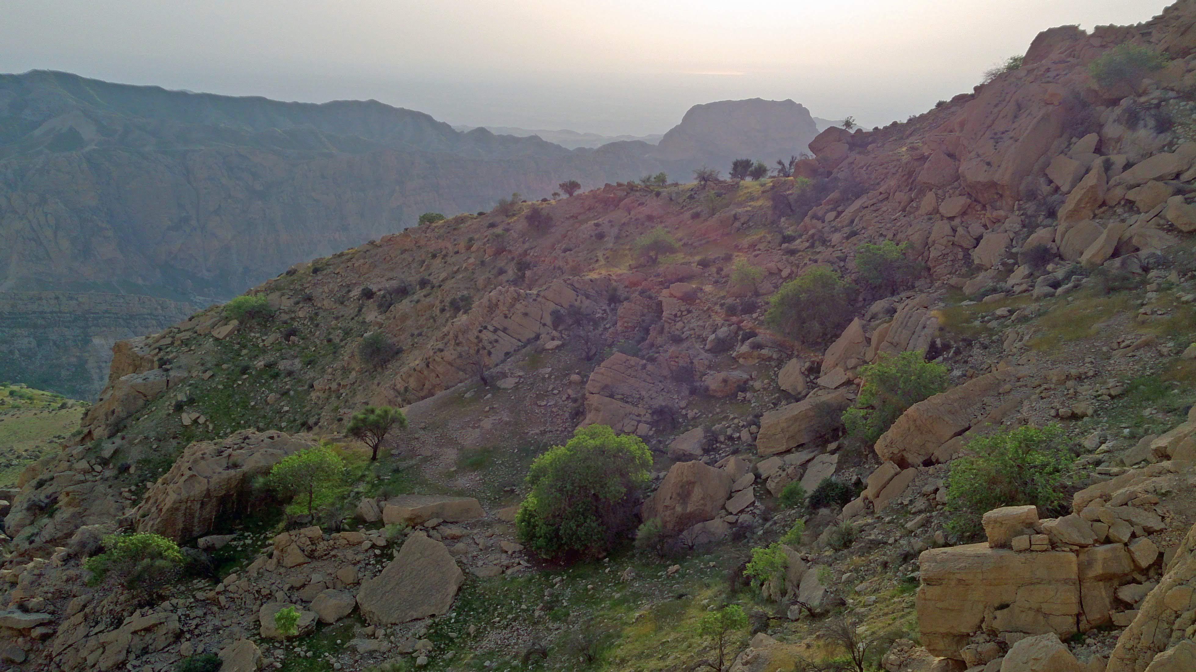 نمایی دور از کوه قلعه